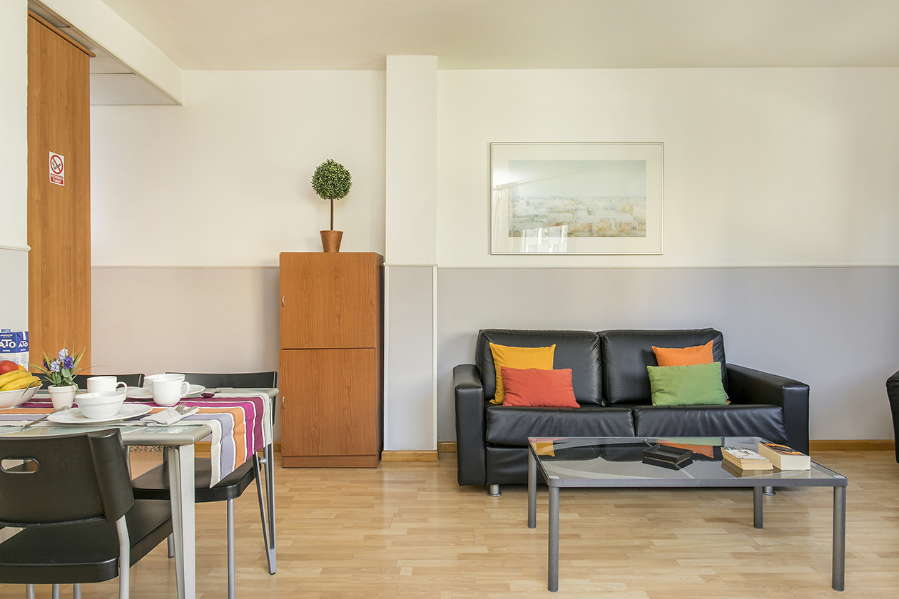 One bedroom apartment sata park guell area bcn rental apartments barcelona holidays vacation for 1 bedroom apartment barcelona